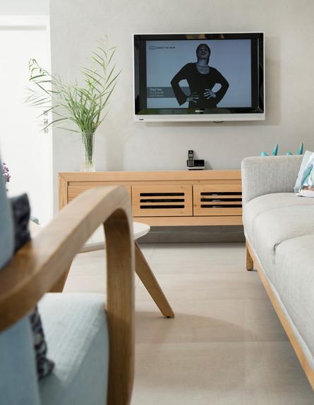 פריט מנצח, ג, 13 קיר טלוויזיה בחיפוי טיח ערבה של טמבור, עיצוב רויט (צילום: סוזי לוינסון)
