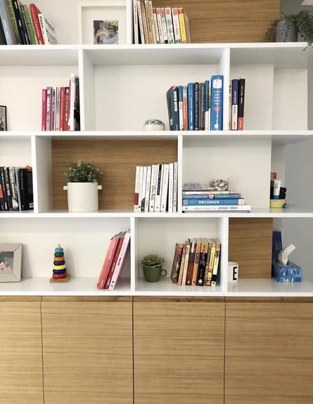 פריט מנצח, ג, 1 פורניר מנוסר בחזית ספרייה, עיצוב Studio IN2 (צילום: Studio IN2)