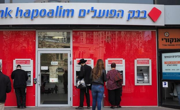 בנק הפועלים (צילום: Toni Genes, shutterstock)