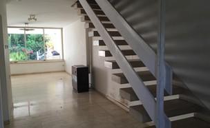 בית ברמת השרון, עיצוב דלית גפן, לפני שיפוץ, מדרגות (צילום: דלית גפן)