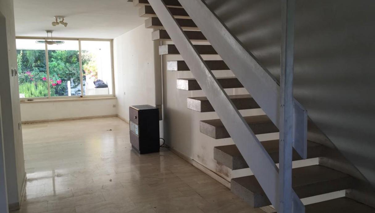 בית ברמת השרון, עיצוב דלית גפן, לפני שיפוץ, מדרגות