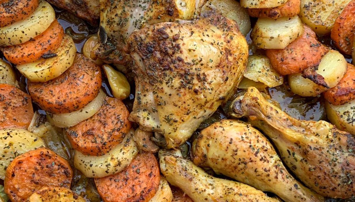 עוף עם תפוחי אדמה ובטטות (צילום: יונית סולטן צוקרמן, אוכל טוב)
