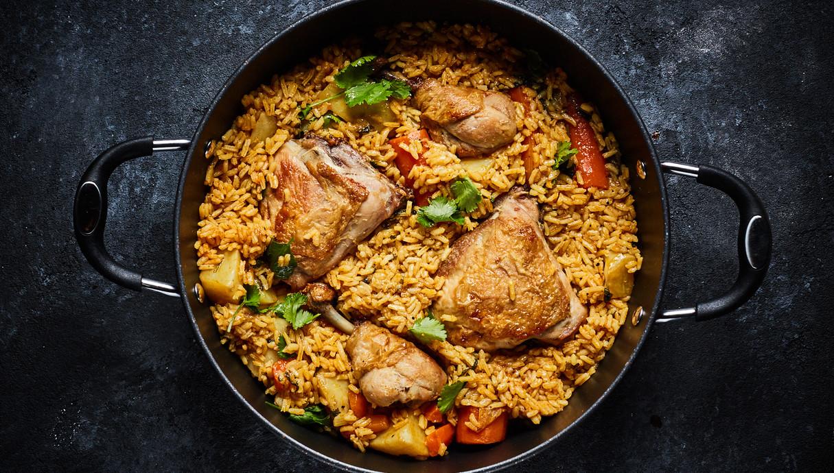 תבשיל עוף ירקות ואורז בסיר אחד