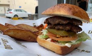 עיז'ו וביז'ו - המבורגר של עיז'ו (צילום: איילה כהן, אוכל טוב)