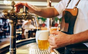 בירה צ'כית (צילום: shutterstock  Soloviov Vadym)