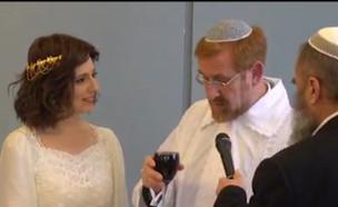 """קול חתן: ח""""כ יהודה גליק בחתונה שהפתיעה את הכנסת (צילום: מתוך """"חדשות הבוקר"""" , קשת 12)"""