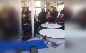 צפו: העימות בין פעיל הליכוד ללפיד (צילום: מתוך עמוד הפייסבוק של אורי הרוש , חדשות)