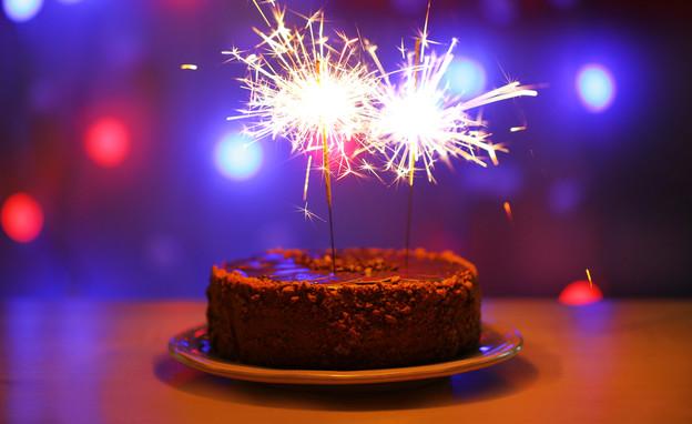 עוגת יום הולדת (צילום: shutterstock By Africa Studio)
