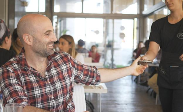 מה ישראלים חושבים על טיפים? צפו (צילום: החדשות)
