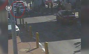 תיעוד ניסיון הפיגוע במחסום (צילום: דוברות המשטרה, חדשות)