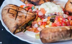 שרונה מרקט חגיגות אוכל - עראייס (צילום: araisrest, instagram)