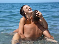 חולמים על סקס בבריכה? כדאי שתשכחו מזה מהר