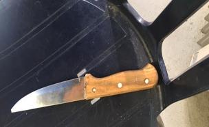 הסכין שהחשוד נשא על גופו (צילום: דוברות המשטרה, חדשות)