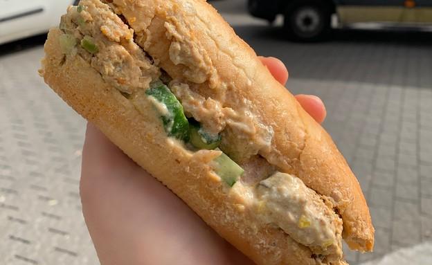 האוכל של פאני - חצי בגט עם קציצות (צילום: איילה כהן, אוכל טוב)