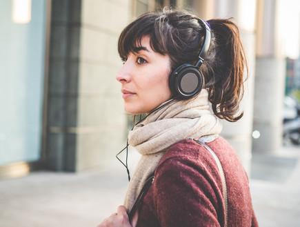אוזניות, אישה