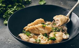 מרק דגים עם כיסוני בס (צילום: אמיר מנחם, סטיילינג: אינס שילת ינאי, אוכל טוב)
