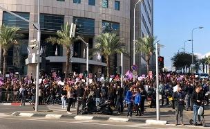 """מחאה בת""""א נגד אלימות כלפי נשים (צילום: חדשות)"""