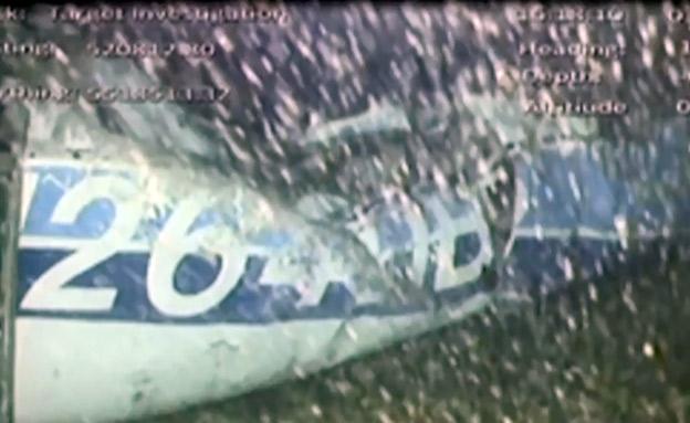 שברי המטוס מתחת לים (צילום: רויטרס, חדשות)
