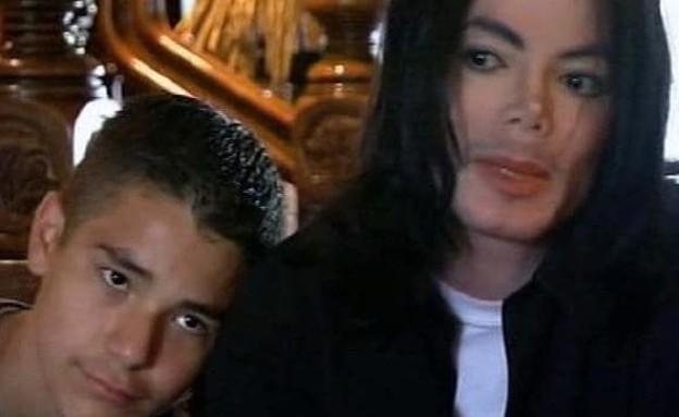 מייקל ג'קסון וגאוין ארויזו מתוך הראיון עם מרטין בשיר, 2003 (צילום: מתוך הראיון עם מרטין בשיר)