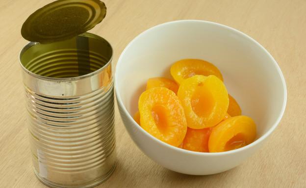 שימורים, תתרחקו מהפירות, אפרסק משומר (צילום: Merrimon Crawford, shutterstock)