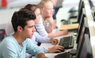כמה שווים מנהלי דיגיטל? צפו (צילום: goodluz, 123RF)