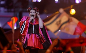 המחאות יימשכו? נטע ברזילי באירוויזיון (צילום: רויטרס, חדשות)
