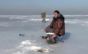 דייגי הקרח יוצאים לדוג בקור העז. צפו (צילום: enex, חדשות)