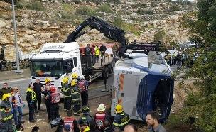 2 הרוגים ועשרות פצועים בהתהפכות האוטובוס (צילום: דוברות כבאות והצלה, חדשות)