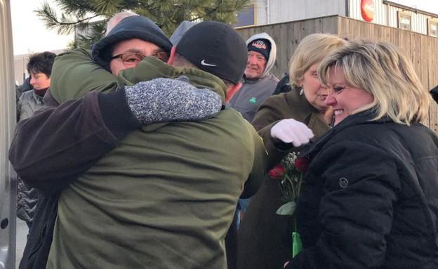 קבלת הפנים לחייל שחזר הביתה (צילום: LitsaPappas@Twitter)