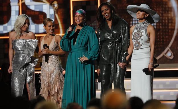 אובמה והחברות על הבמה (צילום: רויטרס, חדשות)
