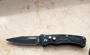 הסכין שנמצאה על אחד החשודים (צילום: דוברות המשטרה, חדשות)