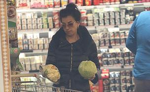 דקלה עושה קניות (צילום: פול סגל)