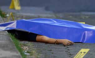 רצח ברחוב (צילום: JOHAN ORDONEZ/AFP/Getty Images)
