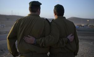 התאומים י' ו-מ' (צילום: באדיבות גרעיני החיילים)