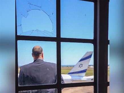 החלון השבור במגדל הפיקוח נשאר אותו הדבר (צילום: באדיבות סאן דור, חדשות)