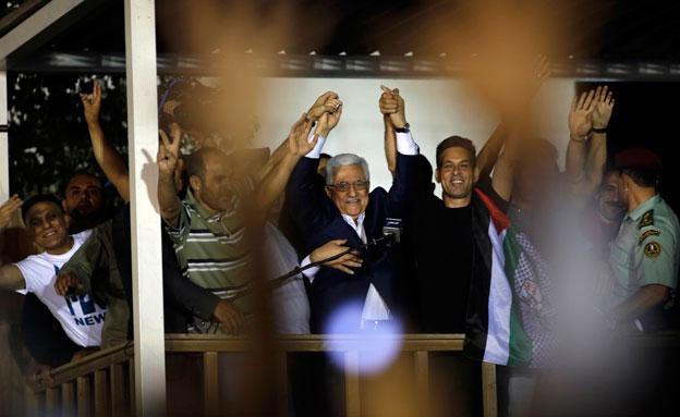 אבו-מאזן מברך אסירים משוחררים, ארכיון (צילום: רויטרס, חדשות)