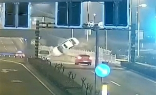 צפו: הרכב התהפך באוויר בזמן נסיעה (צילום: SKY NEWS, חדשות)