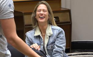 """נטע צוחקת מהלב (צילום: מתוך """"2025"""", שידורי קשת)"""