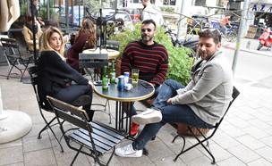 אליאב אוזן ודנית גרינברג מבלים עם חברים (צילום: צ'ינו פפראצי)