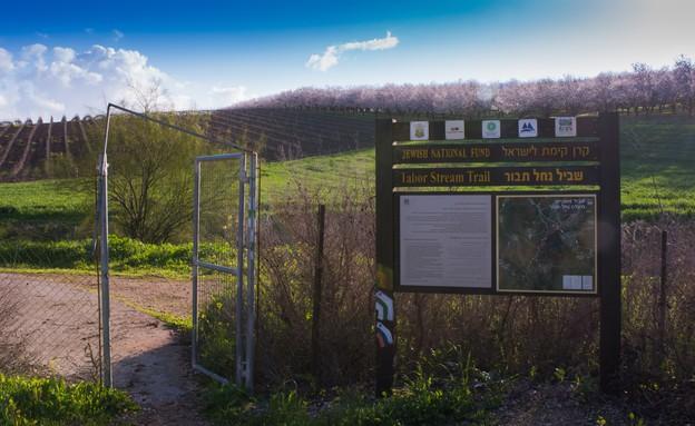 השער בדרך לנחל (צילום: לימור הולץ)