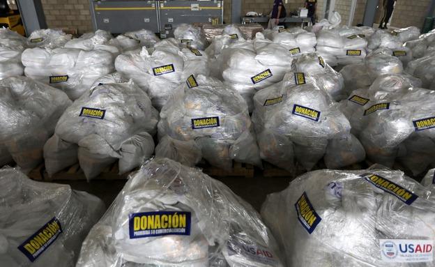"""חבילות הסיוע מארה""""ב שתקועות בגבול (צילום: רויטרס, חדשות)"""