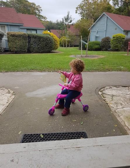 הילדים יכולים לטייל בשבילים בלי חשש (צילום: שירה סגל בורוכוב)