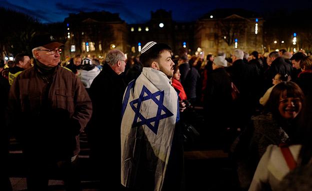 הפגנה נגד אנטישמיות בצרפת (צילום: AP, חדשות)