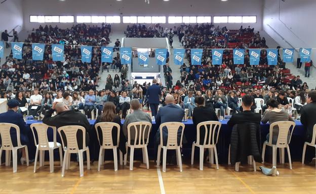 פאנל הבוחרים החדשים בתיכון מוסינזון בהוד השרון (צילום: אפרת ליסון, סקאי הפקות)