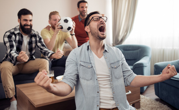 חברים רואים כדורגל