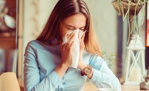 אישה מצוננת, שפעת (צילום:  HBRH, shutterstock)