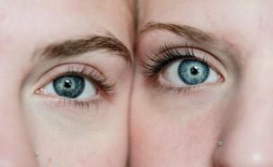 קלוז אפ פנים נשים  (צילום: sharon-mccutcheon, unsplash)