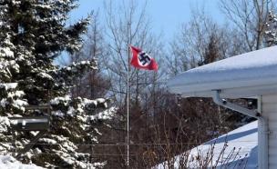 דגל נאצי מונף בקנדה (צילום: מתוך הטלוויזיה הקנדית, חדשות)