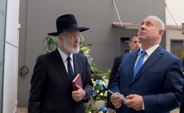 """""""מודה לעם ישראל על החיבוק"""" (צילום: אבי אוחיון, לע""""מ/ פלאש90, חדשות)"""
