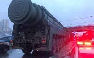 צפו: הסיבה לפקק: משאיות - עם טילים (צילום: טוויטר, חדשות)